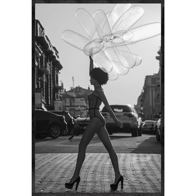 "Gerahmtes Bild ""Woman With Balloons"""
